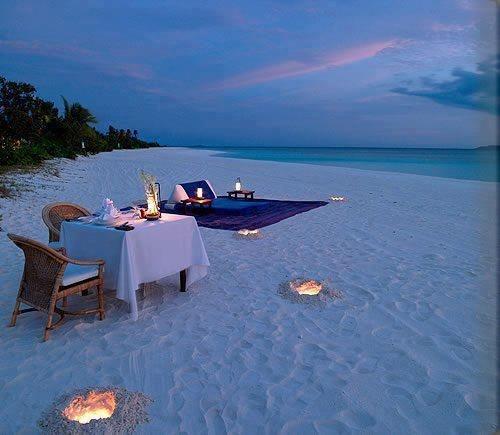 cena-romantica-playa