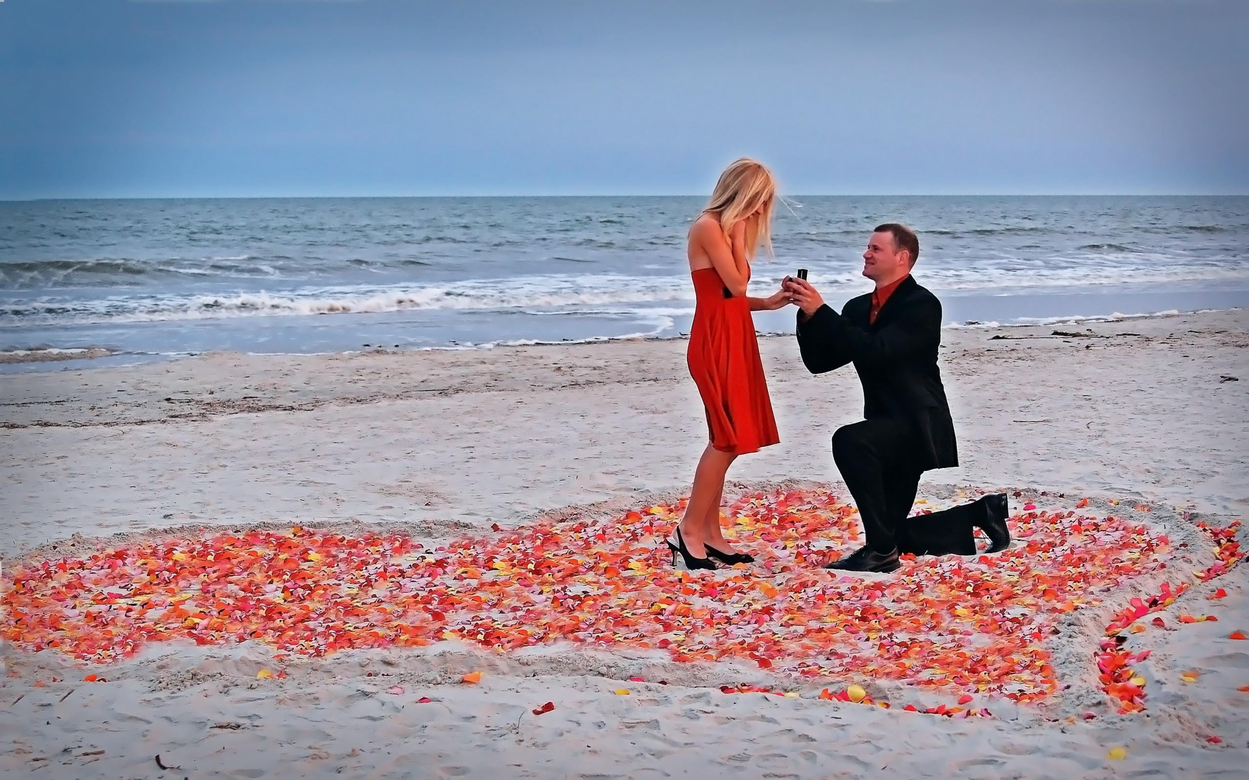novios-en-la-playa-romantica